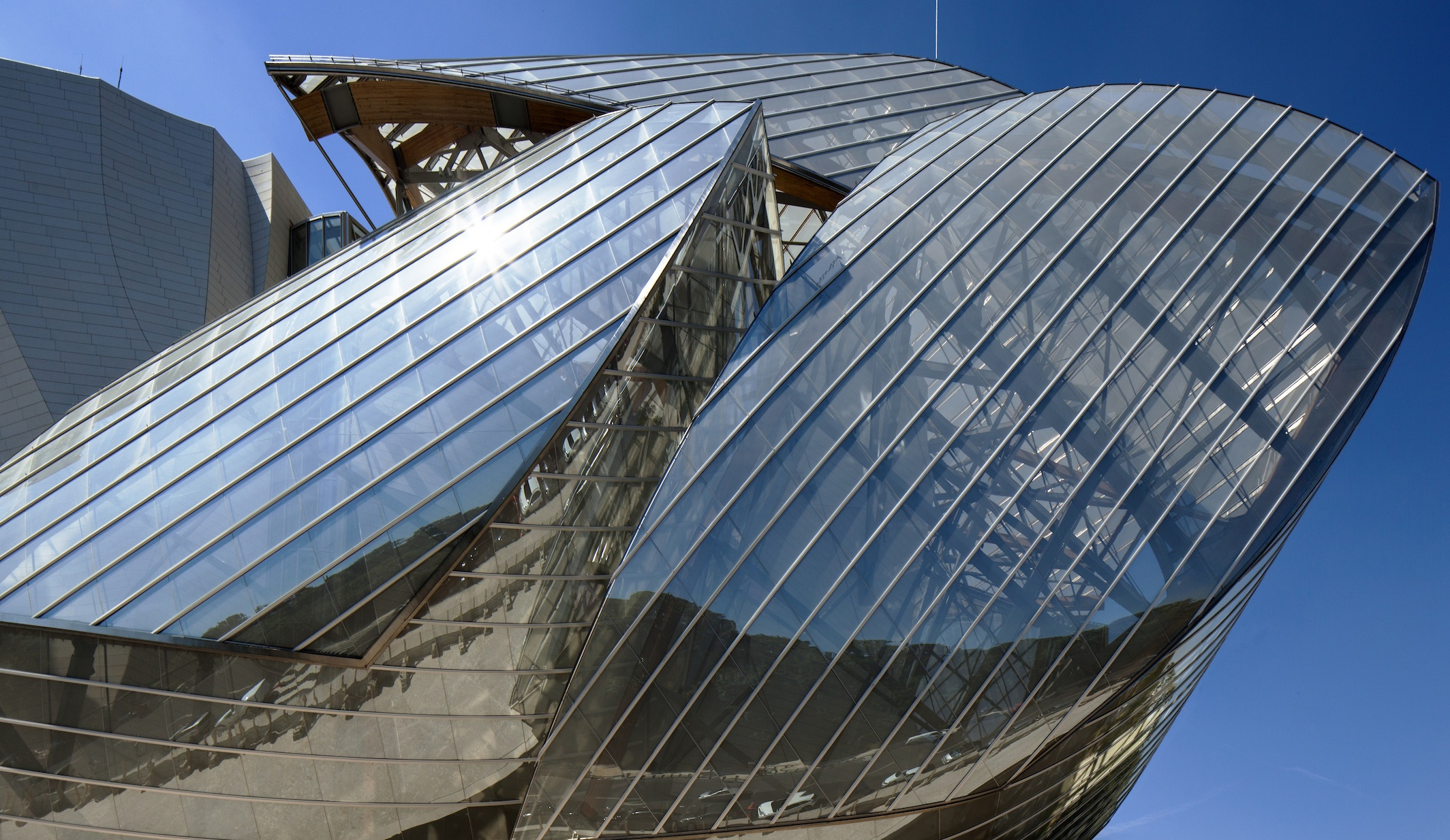 Fondation Louis Vuitton: Gehry's glass cloud